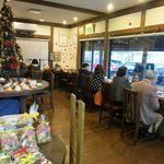 38442192 - 喫茶スペースの様子。