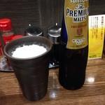 ラーメンKiRiちゃん - 〆にビール(^^;) ラーメン屋で陶器のグラス♪