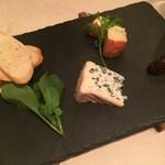 shupettsure - チーズ2種盛り合わせ(ブルーチーズ、ウォッシュチーズ)