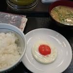 38446252 - 目玉焼き朝定食(とん汁)  ¥300