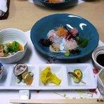 鮨・割烹 花絵巻 - 店内には生け簀があり、自慢はにぎりのネタとなる旬の魚介類です