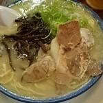 しばらく - とんこつラーメン ¥550