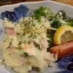 漁師居酒屋つねちゃん - ポテトサラダ・・マヨネーズは少なめですね。酢も軽めで薄味。好みではないかな。
