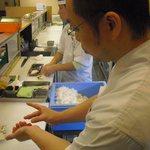 太郎兵衛寿司 - 一貫ずつ職人が握ります