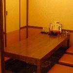 太郎兵衛寿司 - 半個室の掘り炬燵