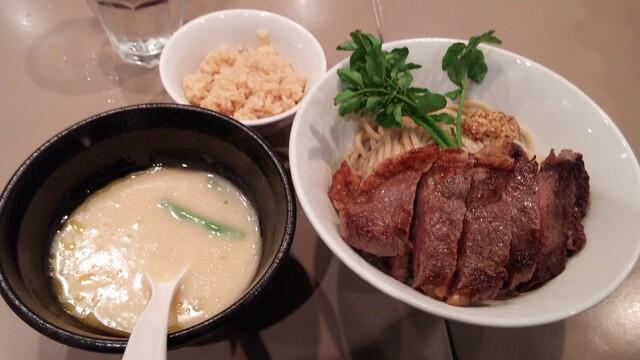 つけ麺 五ノ神製作所 - サーロインステーキ!ビシソワーズスープつけ麺+マッシュルーム炊き込みごはん