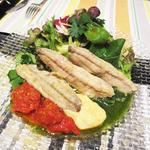 ビストロ ラパンドール - 自家製オイルサーディンとトマトのサラダ
