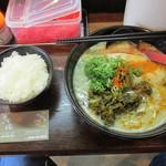 38467132 - 赤トンコツ+辛子高菜トッピング