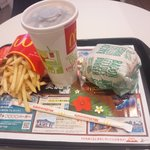 マクドナルド - 昼マック(ベーコンレタスバーガー、馬鈴薯ふりゃーM、アイス珈琲M)450円