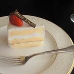 Patisserie Kiichi Anan - お隣の『朧..an.』でランチ後友達が頂いたショートケーキ