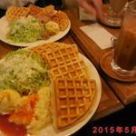 自家焙煎 珈琲屋 ドリーム - ワッフルセット \800(ランチメニュー)