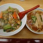 順園 - 中華丼としょうゆラーメン(小) 910円