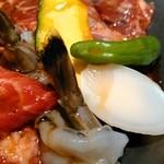 焼肉トラジ - 海老、獅子唐、南瓜、餅。