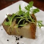 蓮華 - 豚の皮つきパリパリ焼き  オリーブの砂