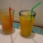 巴里のごはん屋 - グァバジュースとマンゴージュース