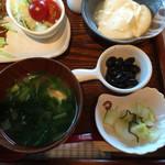 Dinig & Cafe LaLa - ・あっさりサラダ ・毎朝作るお豆腐に、普通にお醤油をかけます♡ ・黒豆の甘味は無く、素材の美味しさを感じます ・お味噌汁は、麩と小松菜