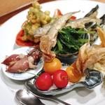 広尾小野木 - ・前菜盛り合わせ ほおずきとまとの白和え ほたるいか  とうもろこしのてんぷら(あともう一つ何か入っていた・・・) 稚鮎 焼きそら豆 ポテサラ パクチーおひたし