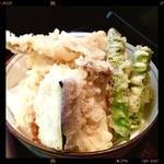 弘庵 - 付きの天ぷら(海老5つ、エリンギ、アスパラ、ナス、ちくわ、豚天、かぼちゃ)天ぷら屋としても通じます(*✪ฺ∇✪ฺ*)