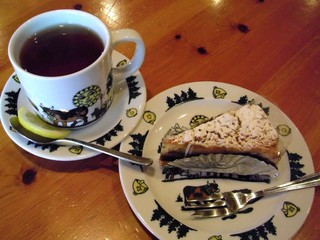 シャレー スイス ミニ - バナナタルトと紅茶