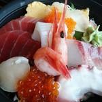 38480446 - 海鮮丼アップ
