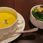 38484187 - セットのスープとサラダ