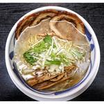 ラーメンほうとく 春日山本店 - 「炙りチャーシュー麺魚介塩スープ(限定)」(2015.04)