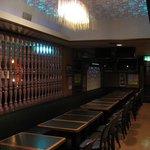 居酒屋 春夏秋冬 - レトロモダンなテーブル席。 55人座れます。
