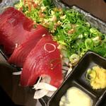 山内農場 鶴見東口駅前店 - 鰹の葱まみれ 780円身も大ぶりで、臭みもなく美味しいカツオ。