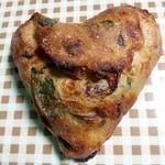くるみのランプ - ほうれん草のチーズパン