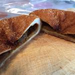 友栄食品興業 クリーム屋さんのパン屋さん - 牛肉はデカイ