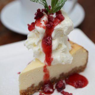☆栄店永遠の定番☆自家製チーズケーキ&アイスクリームのせ☆