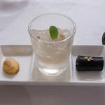 38501936 - 杏仁のクッキー、黒ゴマの生菓子、生ライチのゼリー