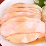 海南鶏飯食堂M - 海南鶏飯 900円 のゆでた鶏肉