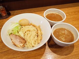 神保町 可以 - 二色味玉つけめん(980円) 濃厚醤油と海老味噌