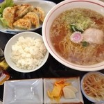 赤坂 - 料理写真:餃子セット(880円)