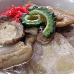 りゅうそう茶屋 - 豚丼か!って言う位、豚肉が入ってます。どちらも柔らかいですが、薄味です。