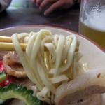 りゅうそう茶屋 - おつゆは脂多めの豚肉風味が効いてますが、ベースの味はあっさり。