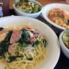 クイックパスタコパン - 料理写真:エビとホウレン草とベーコンの塩味&エビとアスパラのトマトクリーム