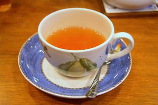 ムレスナ ティーハウス 総本店 - ティーカップはウェッジウッドのエブリデイユースシリーズ。ムレスナティーによく合う。