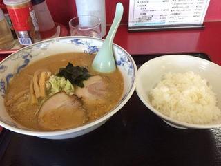 中華料理 海道 - 海道ラーメン500円、半ライス