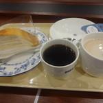 ドトールコーヒーショップ - 料理写真:左からミルクレープ・ブレンドコーヒー(ホットSサイズ)・ロイヤルマサラチャイ(ホットSサイズ)です^^