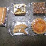 38516139 - 購入した焼き菓子