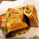 cafe sui - 料理写真:イタリーサンド(ベーコン・ピーマン・玉ねぎ・チーズ・トマトソース)
