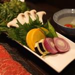 和食 イワカムツカリ - 野菜 (エリンギ、紫蘇、黄人参、茄子、ボイラーオニオン、ししとう、スイスチャード (2015/05)