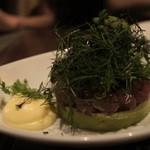 肉ビストロ SIXMARS - マグロとアボカドのタルタル