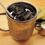 コメダ珈琲店  - ボキらはアイスコーヒーを注文! 鉄製のマグが涼しげだな~♪