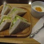 KAKO 柳橋店 - 十穀パンのたまごサンド&ヨーグルト