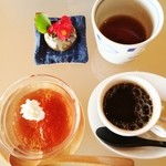 和食茶房 風の彩 - 彩膳のデザート    紅茶のゼリーとcoffee