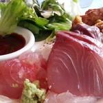 大衆ビストロ Hamakin - セルフサービスの皿なので盛り付けは気にしないで…