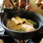 玉貴 - 鱧・うるい・筍の土瓶蒸し